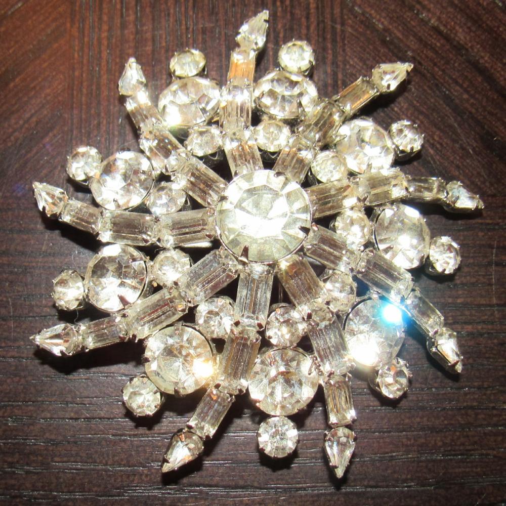 "Vintage Kramer of New York Mine Cut Rhinestone Brooch Pin, 3"" Dia, EC"