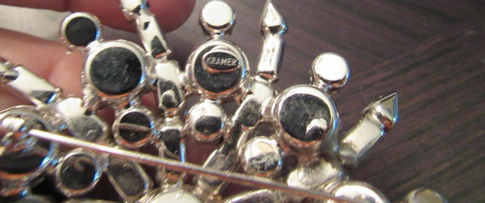 "Lot 54: Vintage Kramer of New York Mine Cut Rhinestone Brooch Pin, 3"" Dia, EC"