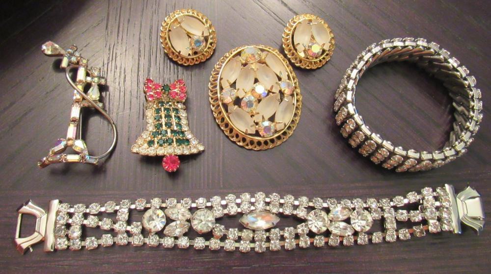 Seven Pieces of Vintage Rhinestone Costume Jewelry, EC