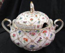 """Lot 173: Vintage Heirloom Soup Tureen by Toyo with Lid, 9"""" Dia x 9 1/2""""H, EC"""