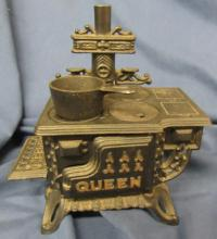 Miniature Queen cast iron stove w/pan, EC, 7 1/2