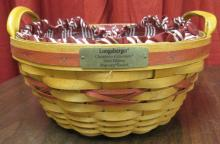 1999 Longaberger Christmas Collection Popcorn Basket w/ Liner and protector, EC