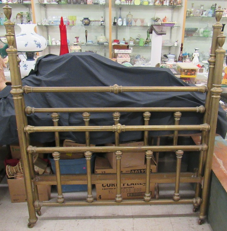 1800 39 s cast iron bed with original side rails ec all respo for 1800 beds