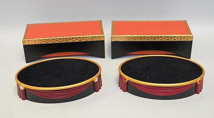 Swarovski display platforms, incl; 2 matching oval (5 1/2