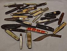 Bag lot of vintage and antique knives