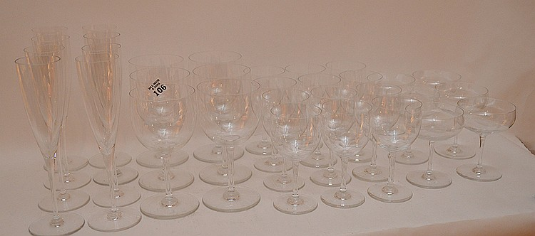 32 pieces Baccarat crystal stemware, incl; 8 glasses (9