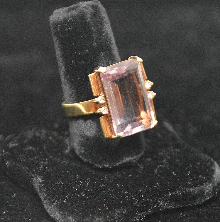 Ladies amethyst (light color) ring, 18kt gold, 2 diamond chips either side, signed Cedoux