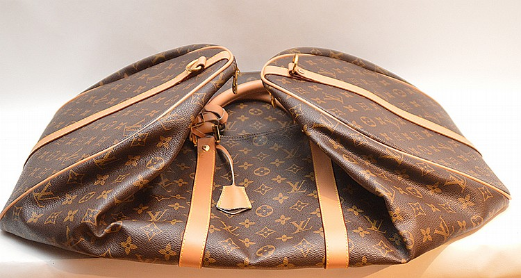 Louis Vuitton luggage bag, shoulder strap still wrapped, suede lining, very little use if any, 21
