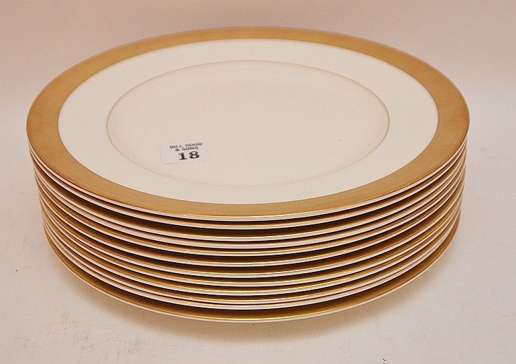 Set 12 Royal Worcester Porcelain Plates. Dia. 10 3/4