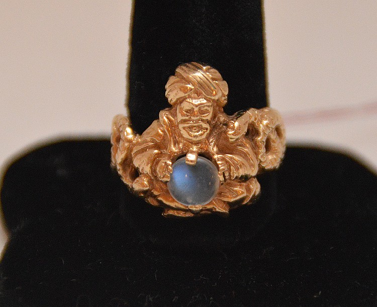 Gold ring with magician and moonstone, 14kt (magic ball)