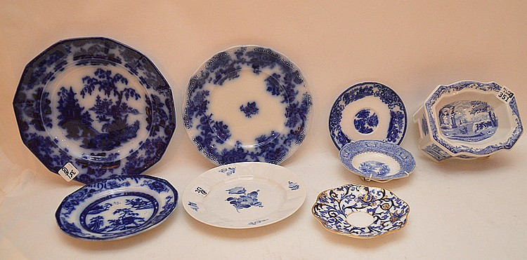 Porcelain lot of 8 pieces, Blue and white, 3 small plates (5 1/4