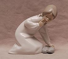 Lladro little girl in pajamas, 5 1/4