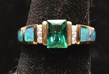 Ladies ring, yellow gold, emerald cut green stone, 2.0 dwt