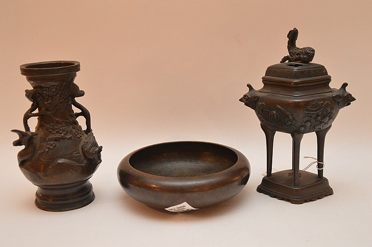 3 Chinese bronze pieces, all signed, vase (6 1/4
