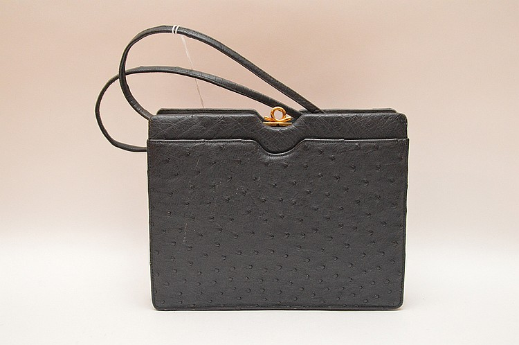 Stunning Koret Ostrich Purse. Marked inside Koret made of Genuine Ostrich. Impeccable condition, 9