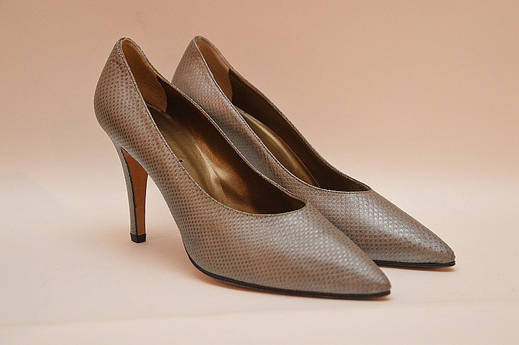 "Yves Saint Laurent Classic Light Grey Lizard Stiletto heels Shoes Made in Italy. Size 9 ½ Medium, 4 ½"" heels. Like new with box"