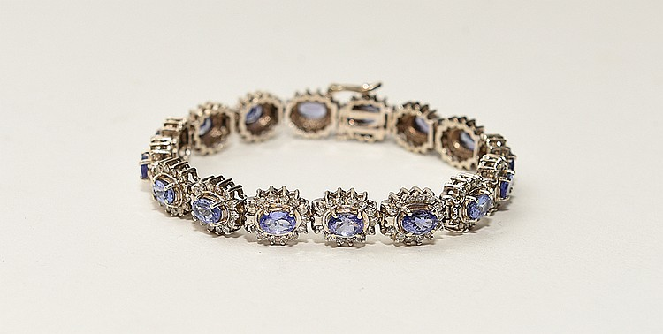Ladies 14kt gold bracelet containing 4.00 ct total weight diamonds, Clarity SI 1 - SI 2, color H/I and 8.00 ct total weight tanzanite