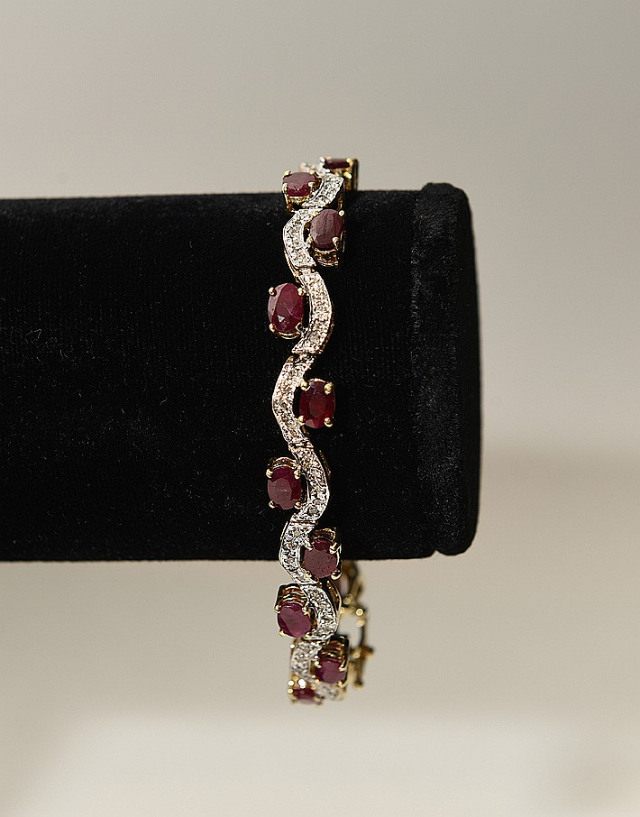 Ladies 18kt white gold bracelet containing 2.14ct total weight of diamonds, Clarity SI 1 - SI 2, color H/I and 4.76ct total weight of rubies