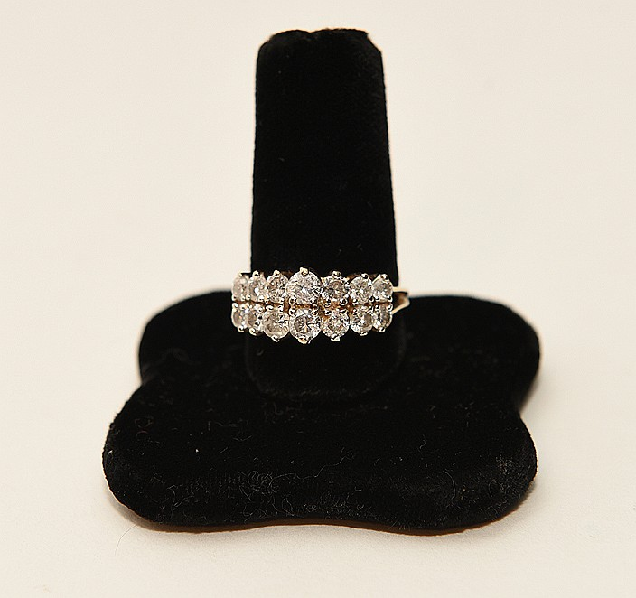 14K Yellow Gold Lady's Ring Approx 2.8cts. Diamonds