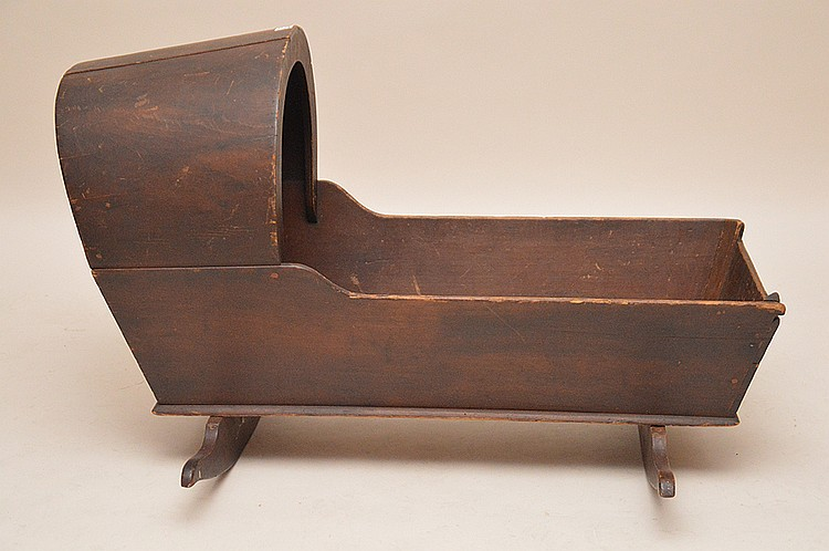 19th c. American hooded cradle original finish, 38
