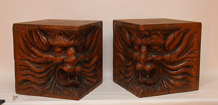 Pr. carved lion corner blocks of solid wood
