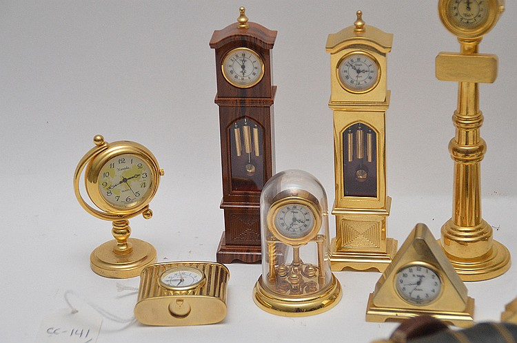 Novelty Lamp Posts : Lot 12 Assorted Novelty Clocks. Tallest (lamp post form cloc