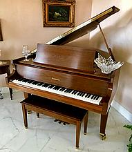 Baldwin Mahogany Baby Grand Piano.  Condition: good. With no noticable damage.  Needs to be tuned.  Legnth 5'4