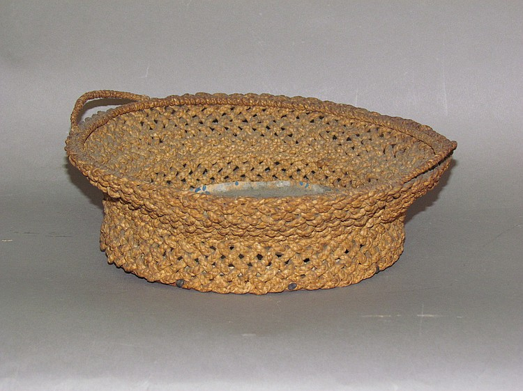 Unusual basket with wooden bottom