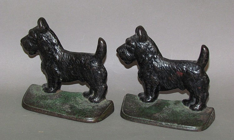 Pair of New Holland Machine Co. scottie dog bookends