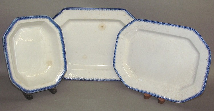 2 blue feather edged platters & serving bowl