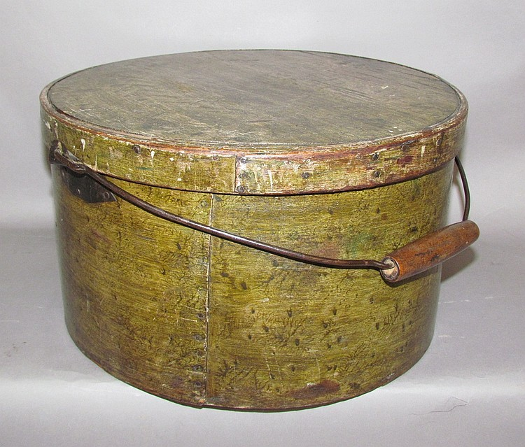 Large grain paint decorated round band box