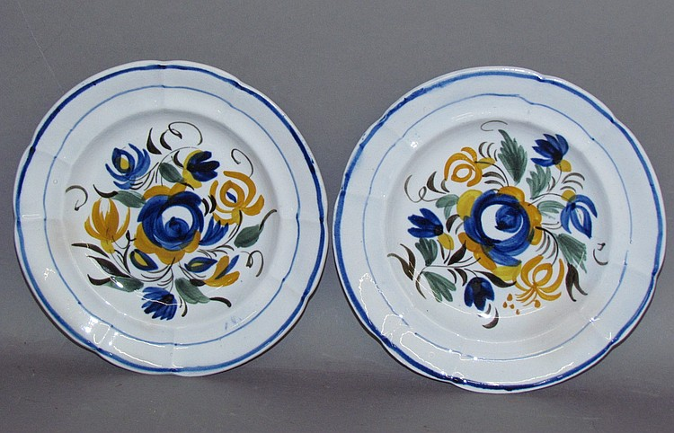 Pair of English pearlware small plates