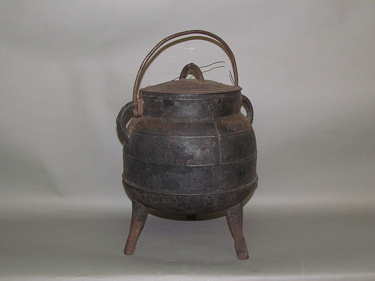 "Cast iron high footed ""gypsy"" ball shaped bean kettle with #10 iron lid"