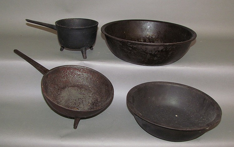 4 pieces cast iron cookware