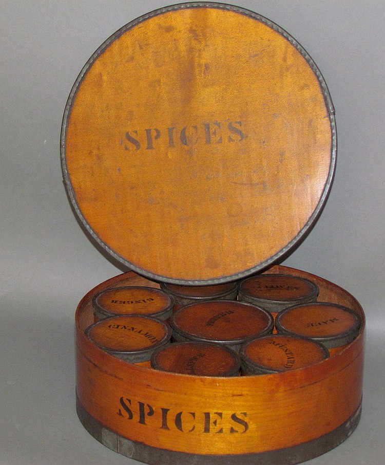 Wooden round box spice set