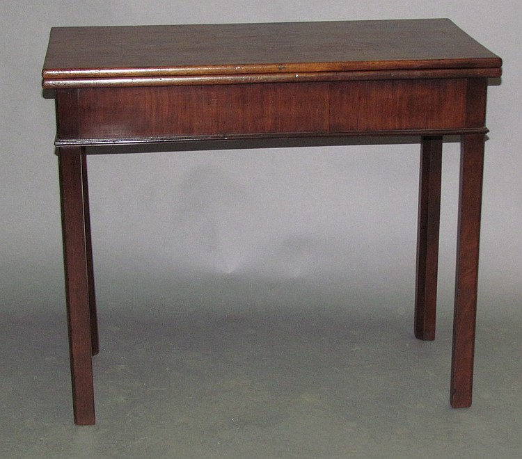 Gateleg game table