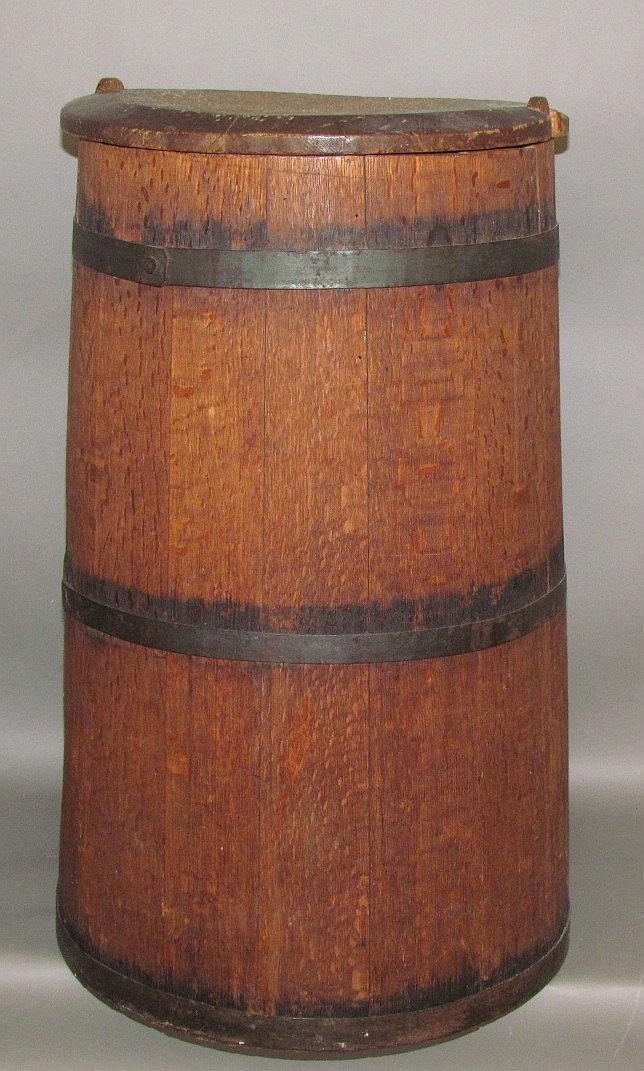 Quarter sawn oak storage cask with lid