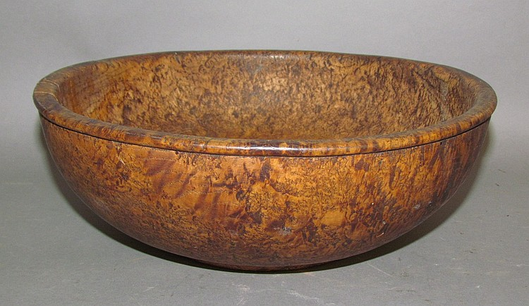 Shallow burle wood serving bowl