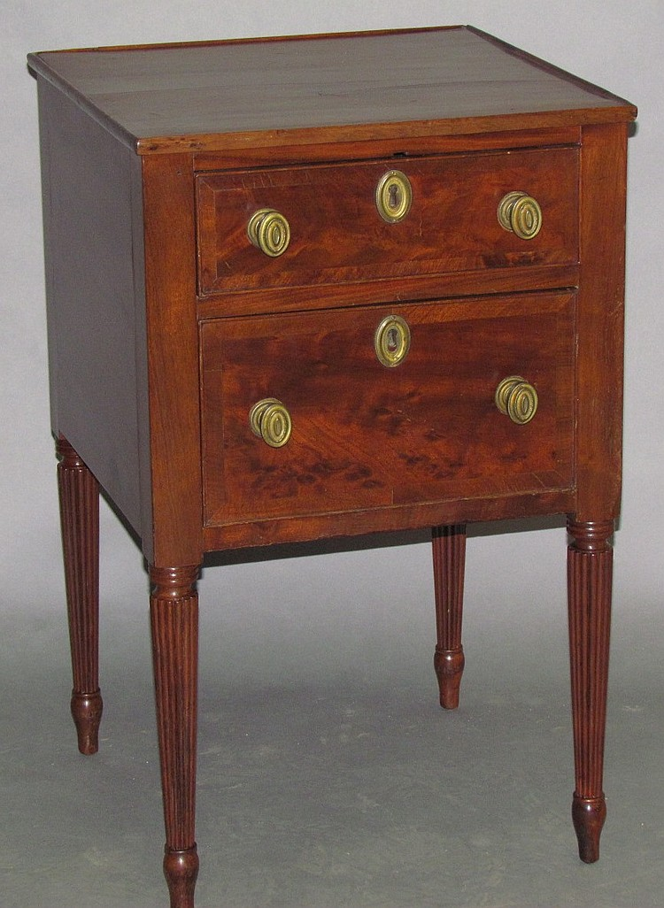 Lot 380: 2 drawer stand