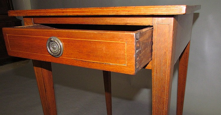 Lot 423: One drawer stand