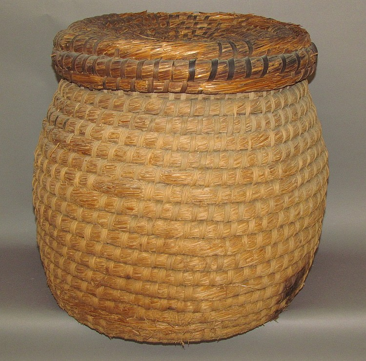 Rye straw basket w/lid