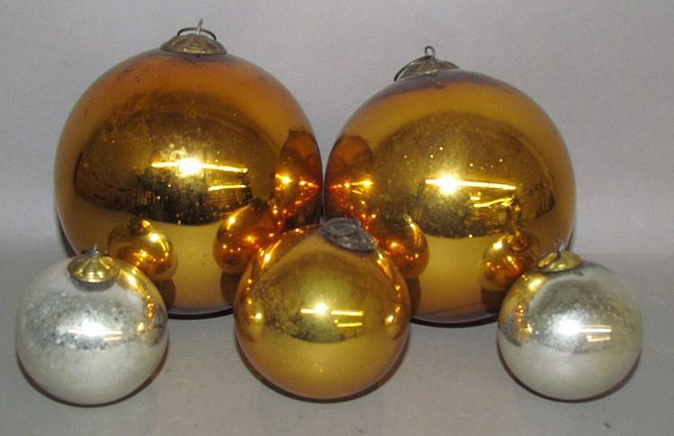 Lot 102: 5 kugel ball shaped ornaments