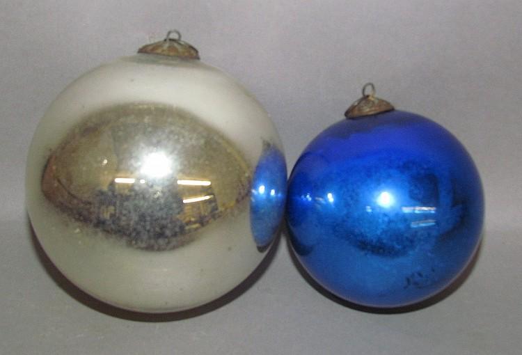 Lot 103: 2 kugel ball shaped ornaments
