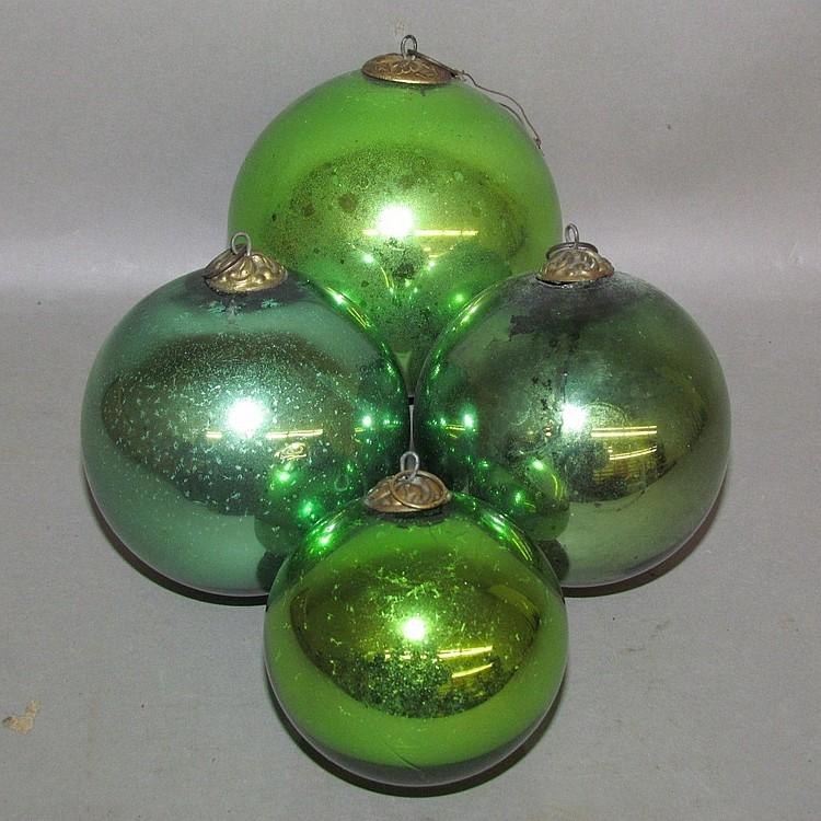 Lot 100: 4 green kugel ball shaped ornaments