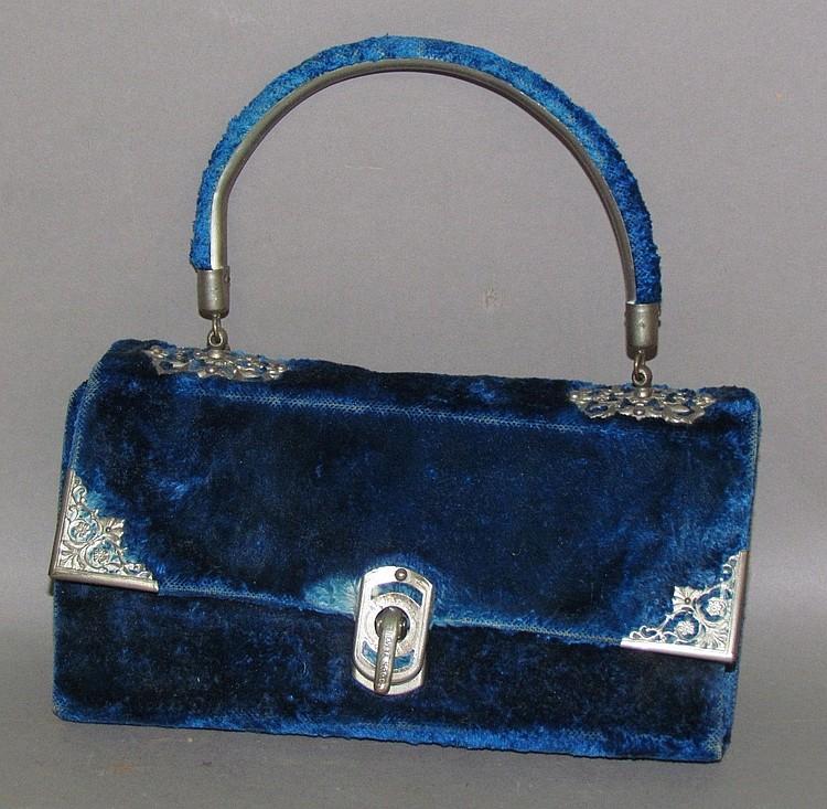Lot 106: French velvet sewing bag