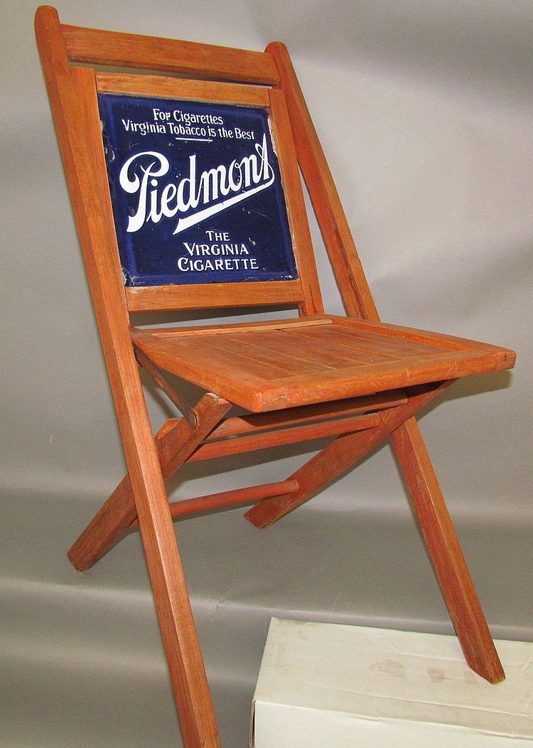 Wooden folding chair with porcelain Piedmont Tobacco insert