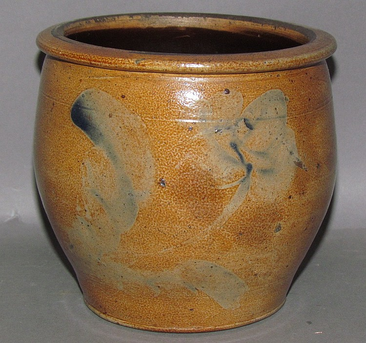 Small cobalt decorated cream crock