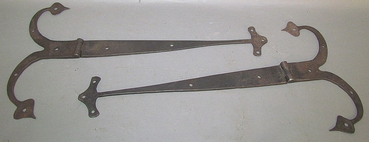 Lot 345: Pair of small fancy rams horn hinges