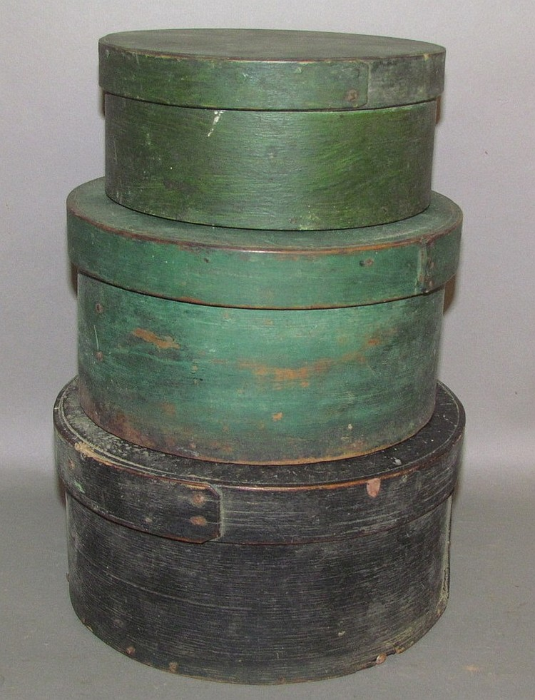 Graduated set of 3 wooden round pantry boxes