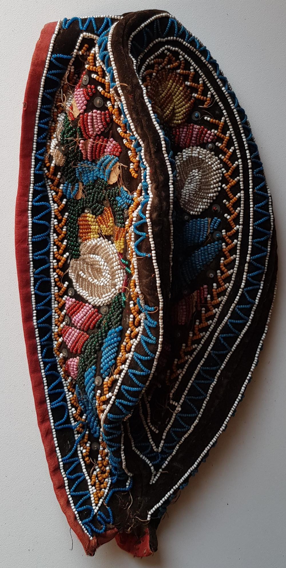 La Remise Aux Tissus Lyon bonnet iroquois